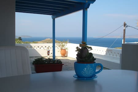 Quiet house with view over sea for 2-5 persons