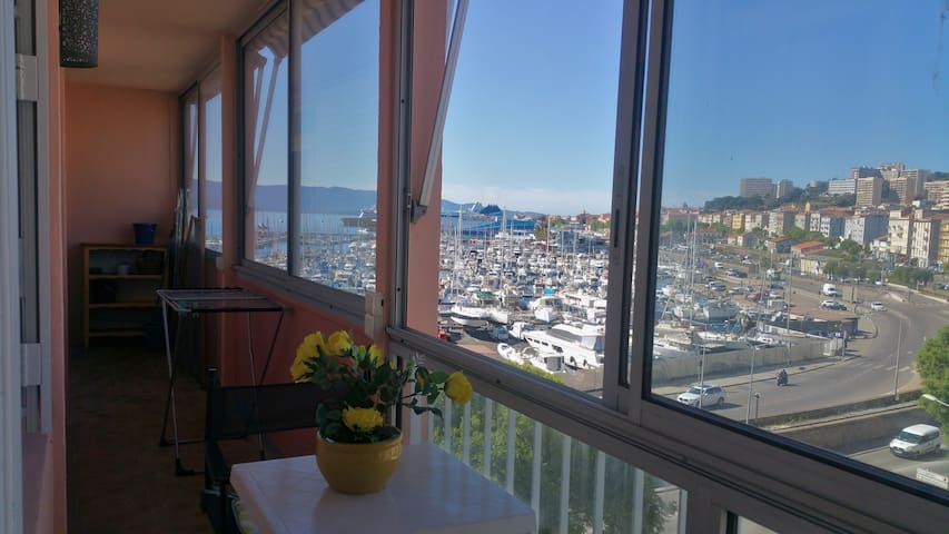 dans la cité impériale T2 balcon parking vue port