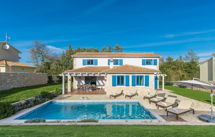 Villa Kvinta, 4 Bedroom, Private Pool and Sauna