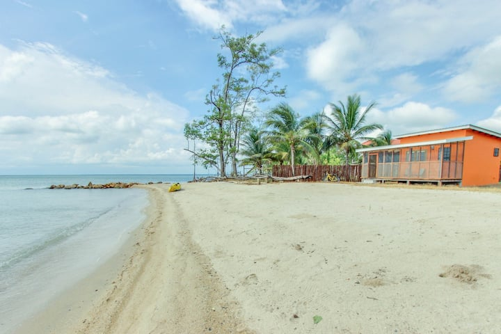 Secluded seaside cabana w/beach access, ocean view, a hammock, WiFi & partial AC