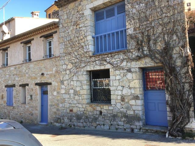 Studio - Tout le charme d'un petit village Varois
