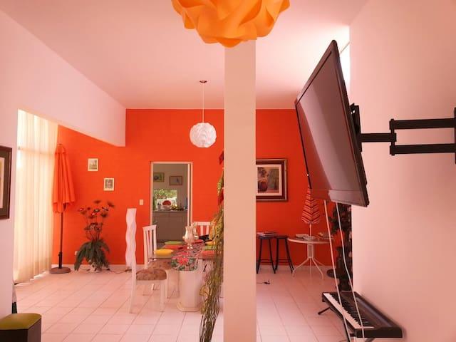 Linda casa en condominio ecológico - Distrito de San Antonio - Huis