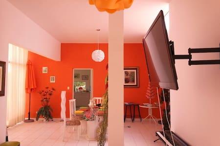 Linda casa en condominio ecológico - Distrito de San Antonio