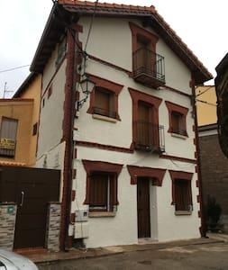 Bonita y centrica casita típica de Cercedilla - Cercedilla