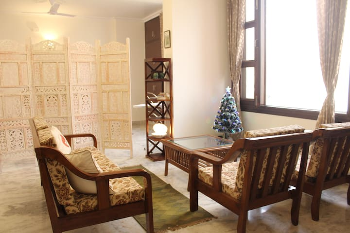 Bright Spacious 2 Bhk Home In South Delhi Apartments For Rent In New Delhi Delhi India