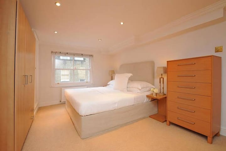Spacious Notting Hill Flat