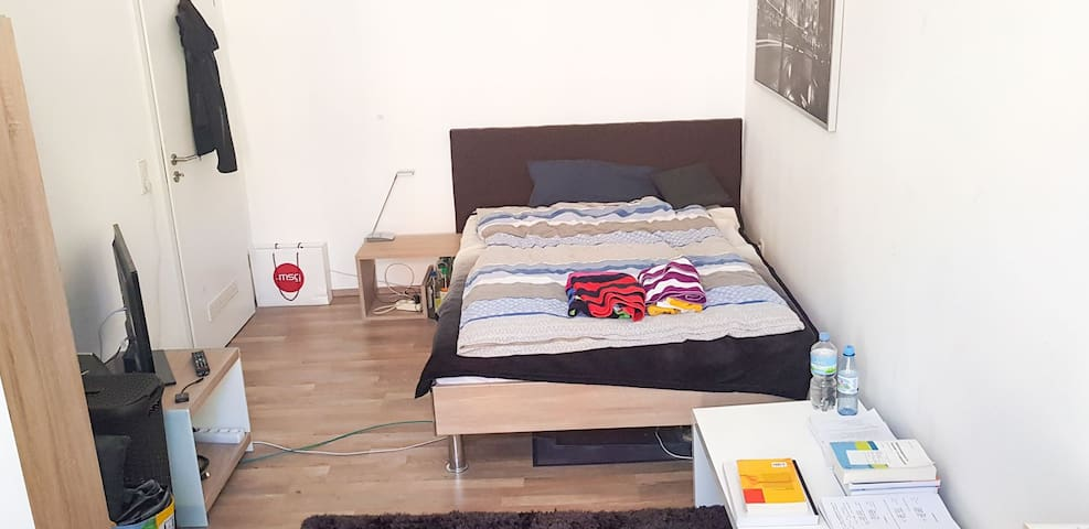 Private light room in cologne Nippes **Central**