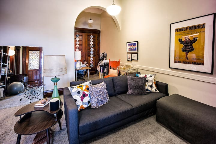 Large Sitting Room & Study Nook