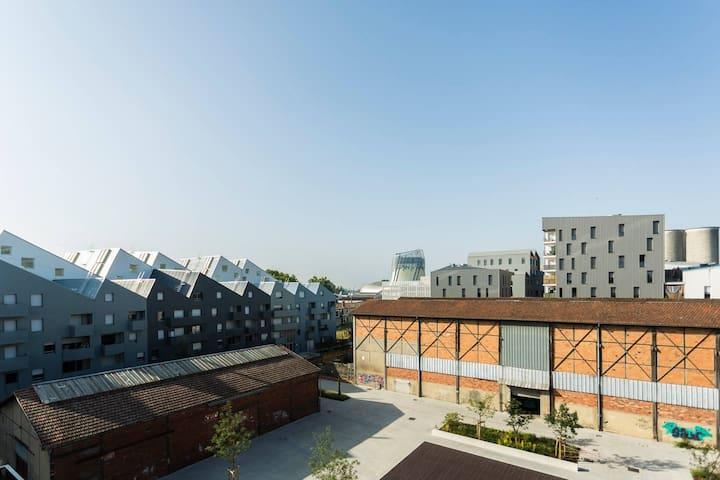 Room top floor, views, terrace, central, New apt
