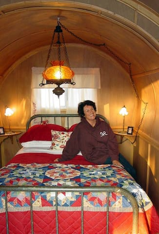 Covered Wagon Bed & Breakfast - Sandy Valley  - Tipi