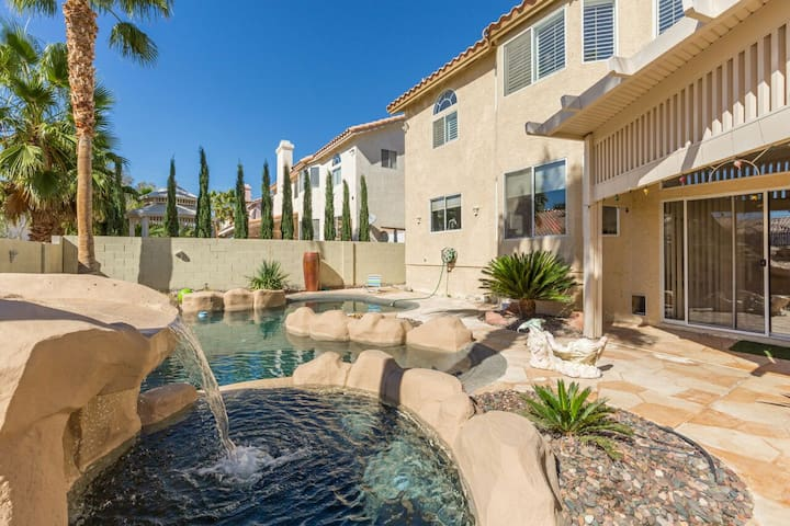 4000 sq ft Paradise Luxury Home with Pool & Spa - Las Vegas - Huis