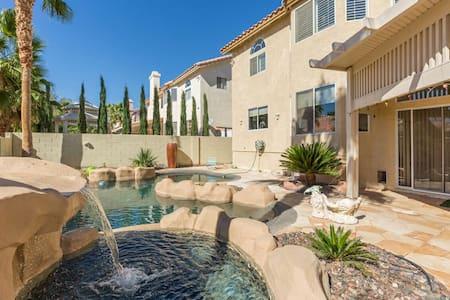 4000 sq ft Paradise Luxury Home with Pool & Spa - Las Vegas - Haus
