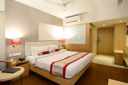 Brightly  lit cozy rooms in Kota