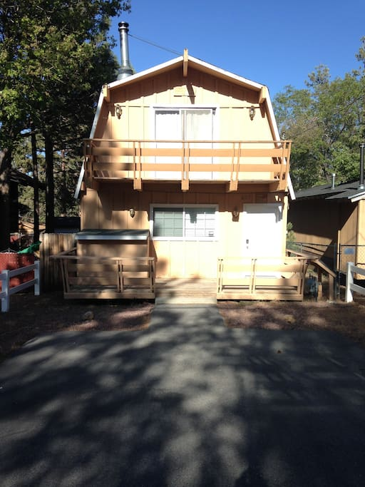 Cozy family cabin get-away, walking distance to National Forest.