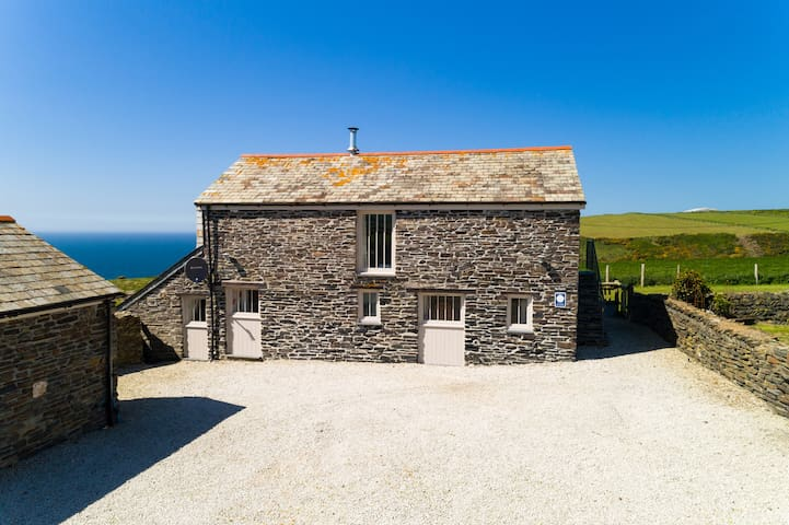 The Hayloft, Hillsborough, Boscastle - sleeps 6