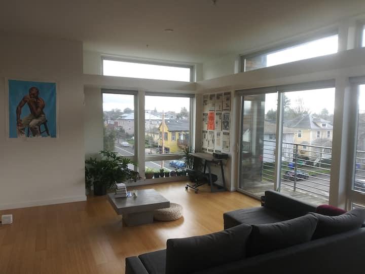 Modern loft with balcony, MAX access next door