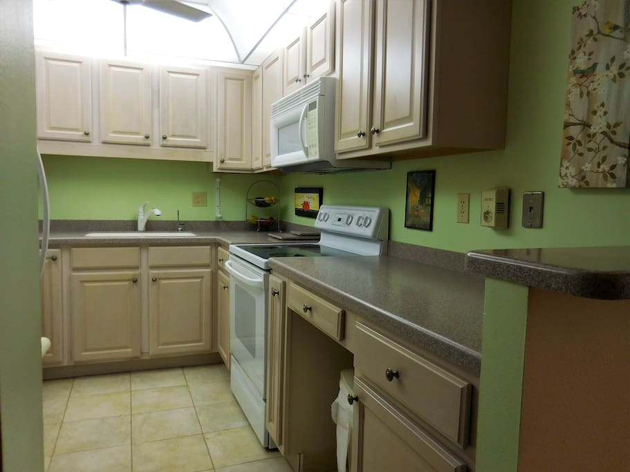 Great kitchen space for getting meals together, fully equipped