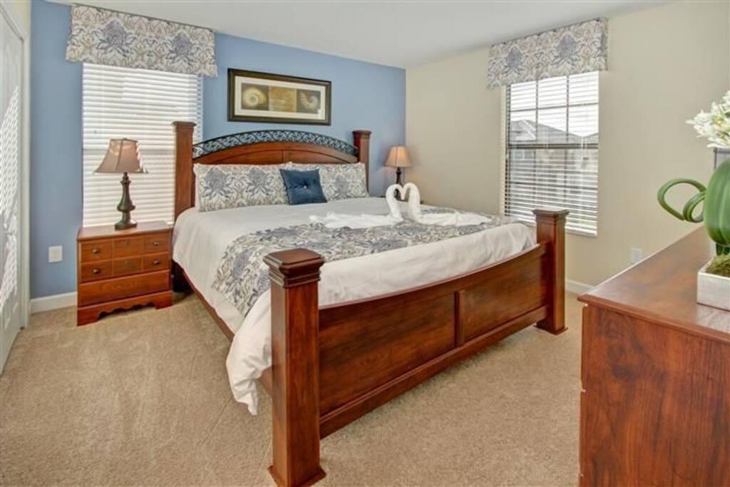 Sweet Home Vacation Rental Homes: 8 Bedrooms Pool Villa Champions Gate #6 (Bedroom)