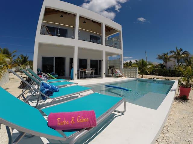 Happy House Villa! ☀️
