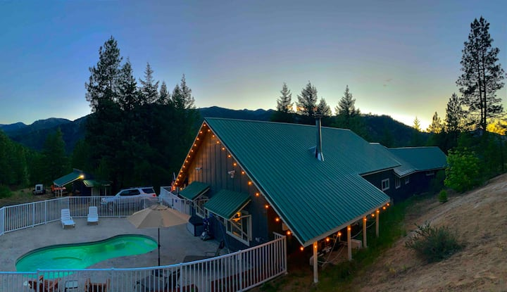 Mountainview Chalet, w/private pool and hot tub