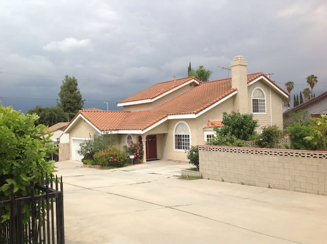 New masteroom \ own parking 50% (A) - Rosemead - Hus