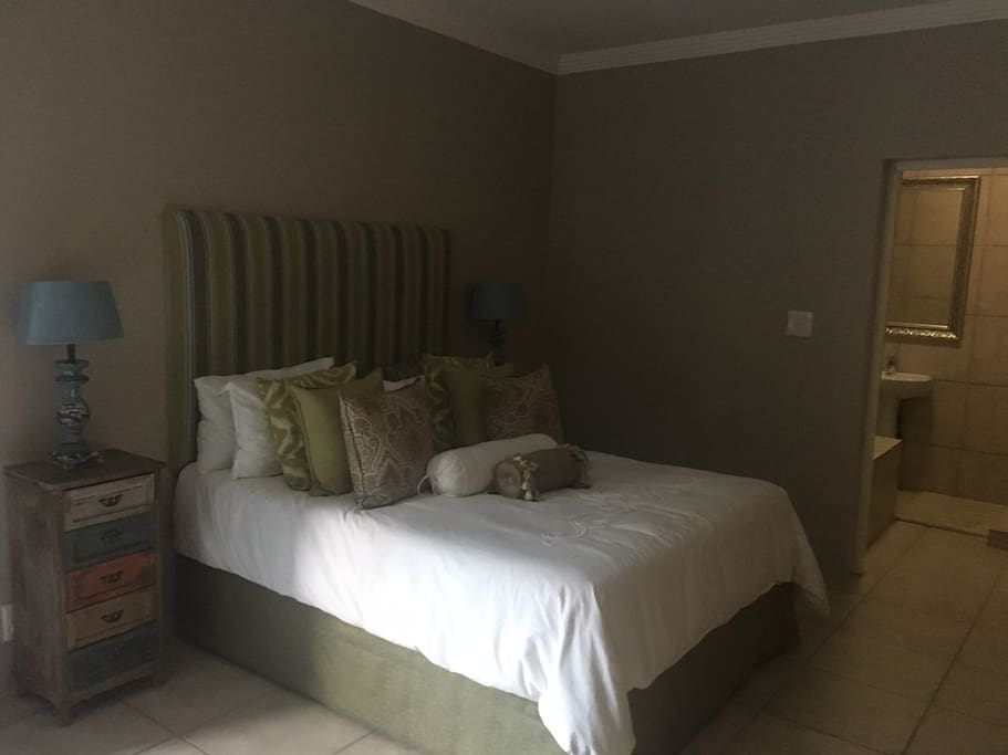 Main Bedroom with queen bed and on-suite bathroom