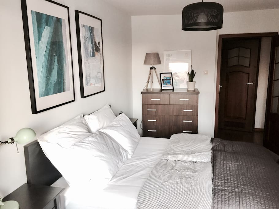 BEDROOM WITH STORAGE SPACE