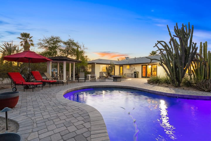 NEW - Expansive Camelback views with pool! Pack your suit and hiking gear
