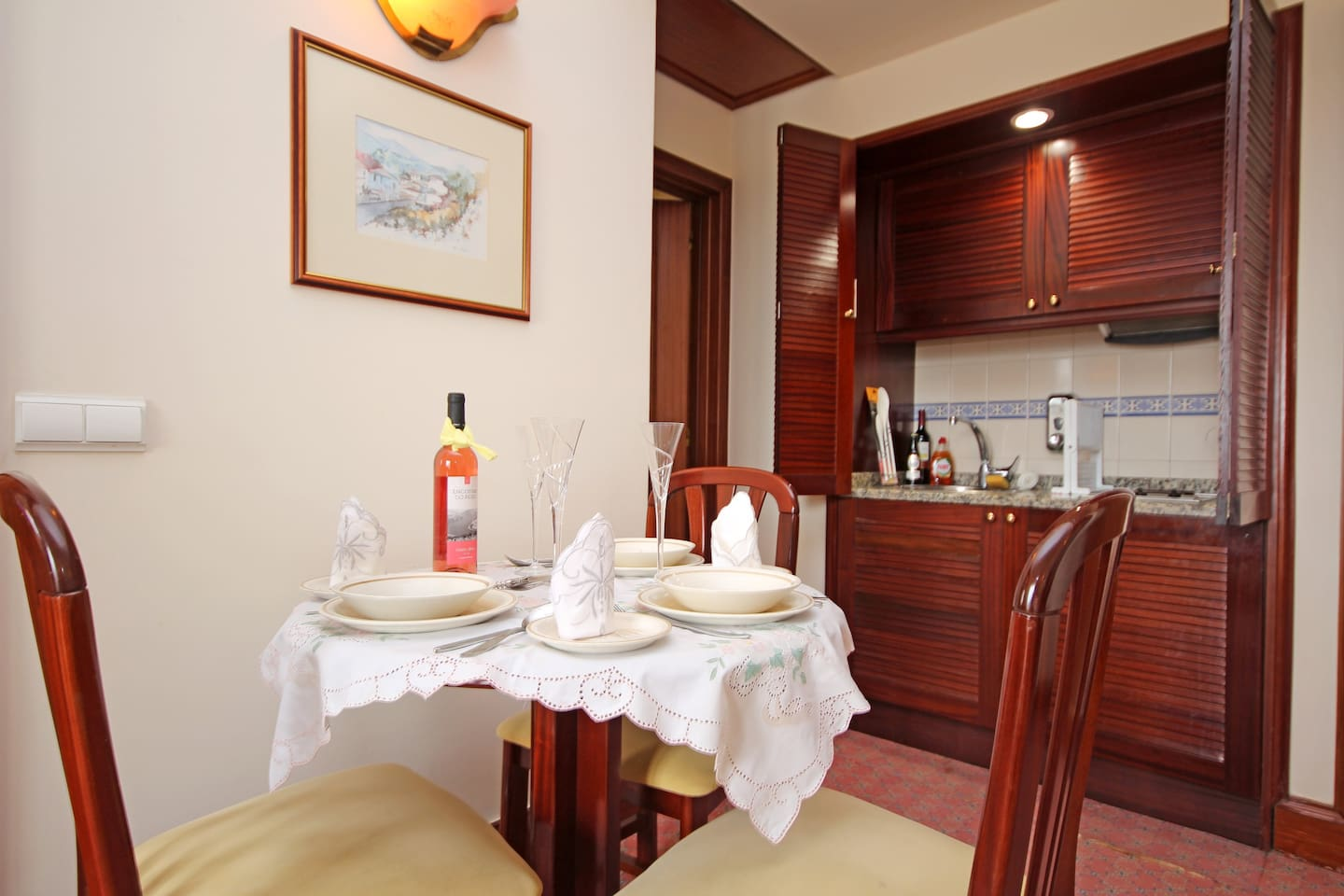 Kitchen and dining facilities