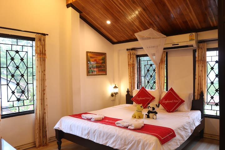 COZY ROOM #1/QUIET/HEART OF ANCIENT LUANG PRABANG