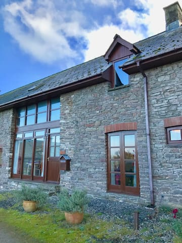Cosy Retreat in Brecon Beacons with great views!