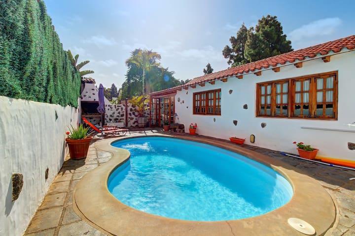 Villa Tabaiba, Cozy Villa with Private Pool and Views