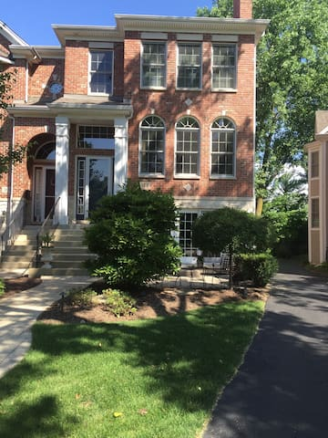 A Wonderful Traditional townhouse! - Naperville - Casa adossada