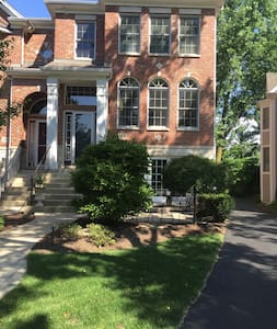 A Wonderful Traditional townhouse! - Naperville - Reihenhaus