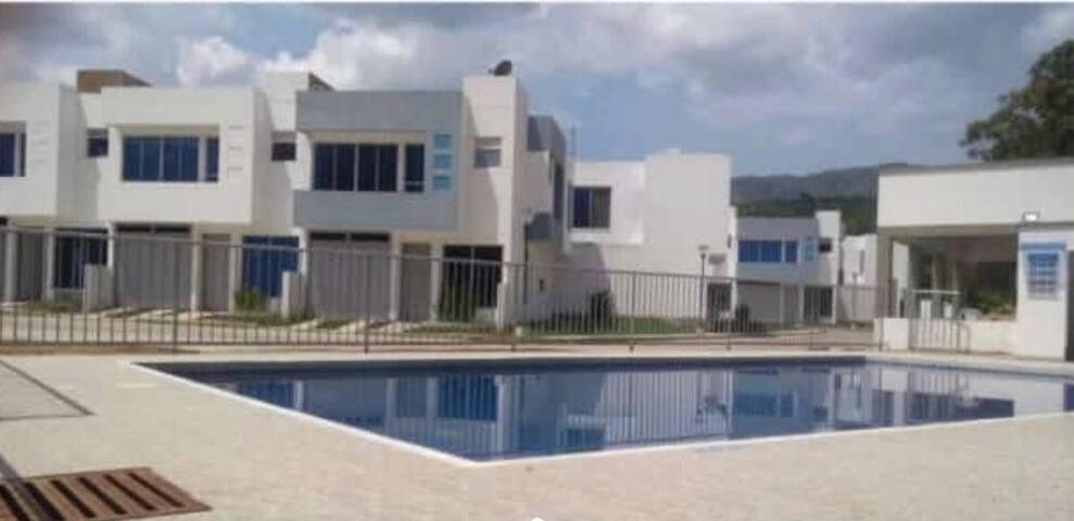 Casa Nueva en conjunto cerrado con piscina y BBQ