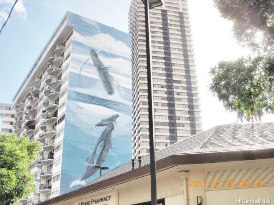 The condo building Royal Aloha