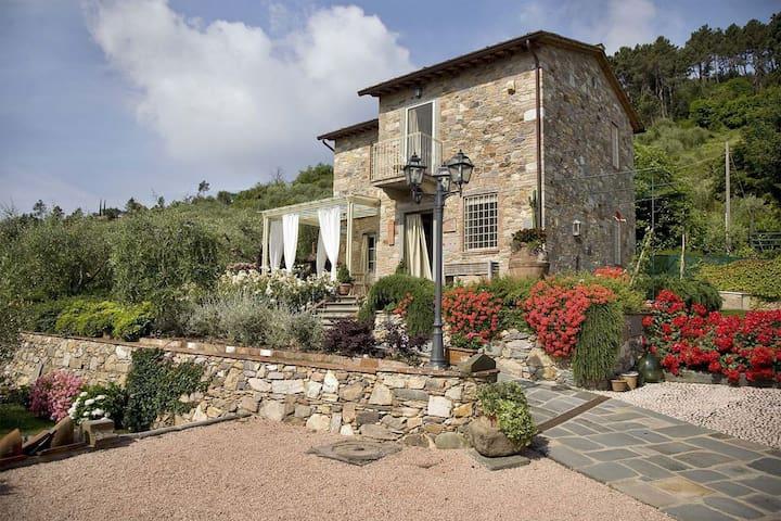 Nel Guasto, sleeps 5 guests in Dogana Di Tiglio - Capannori