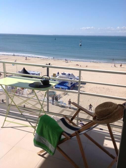 La terrasse face à la mer