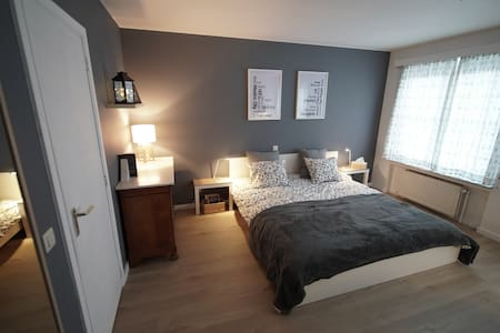 Spacious room with private bathroom in Brussels