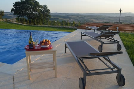 Renovated Barn with Infinity Pool - Montenero d'Orcia