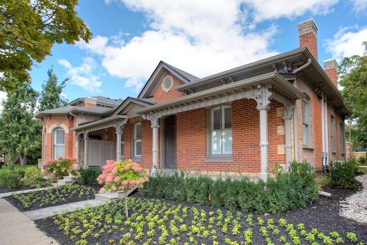 Boutique flat in award-winning Ontario cottage