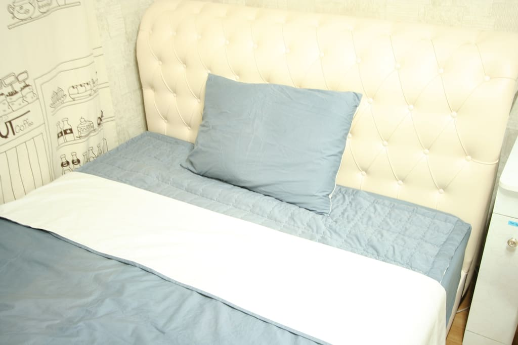 Comfortable bed(Queen size) It can help your deep sleep. :)