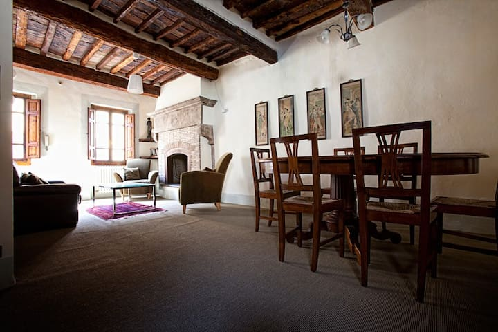 Cosy townhouse in old-town centre - Sansepolcro - Rumah