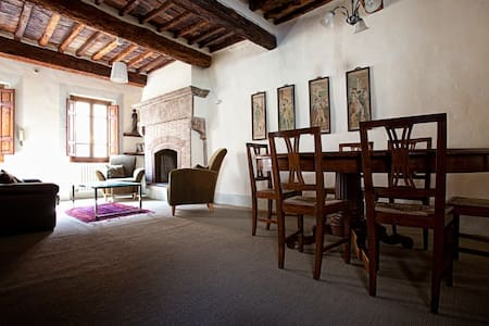 Cosy townhouse in old-town centre - Sansepolcro - Дом
