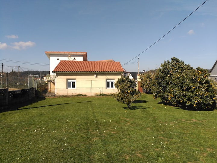 House with a spacious garden, 10km from Santander
