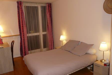 2 chambres + 1 sdb privative. Très calme. - Maurepas - Apartament