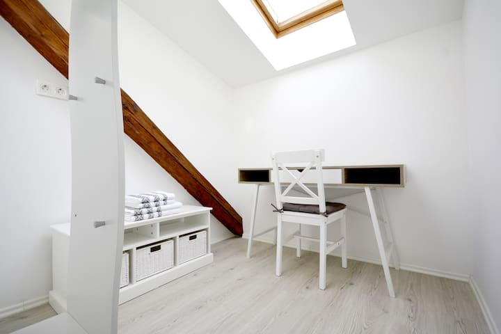 Evi Rooms - 2 Bed Skylight Room 212