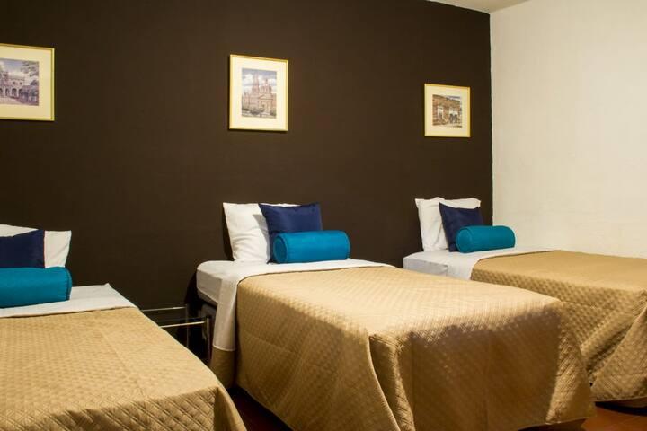 Room 2, bed I -Hostal en St. Peter's Home Boutique