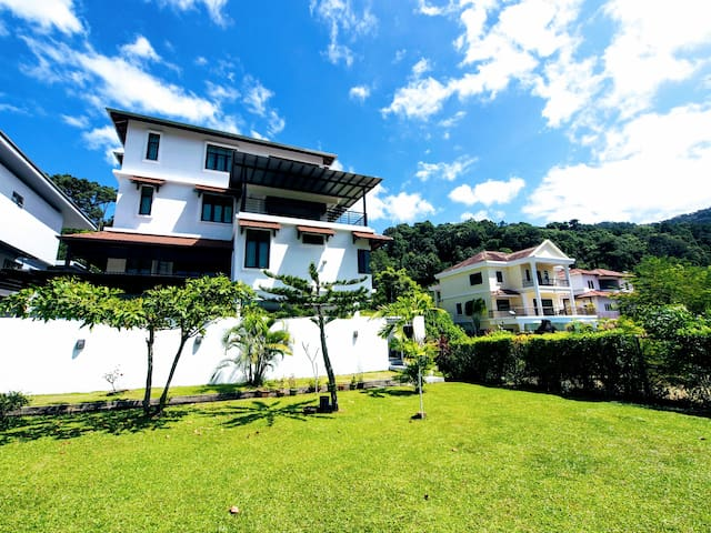Ferringhi Hillview Villa pool/bbq