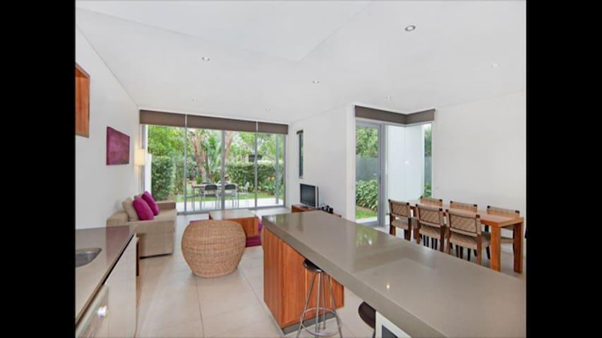 Magenta Shores Luxury Villa - Magenta - Villa